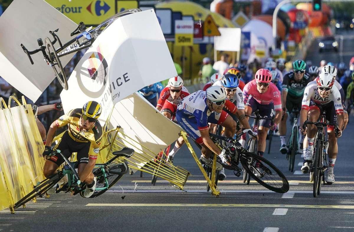 Beim Zielsprint stürzten mehrere Fahrer. Foto: AP/Tomasz Markowski