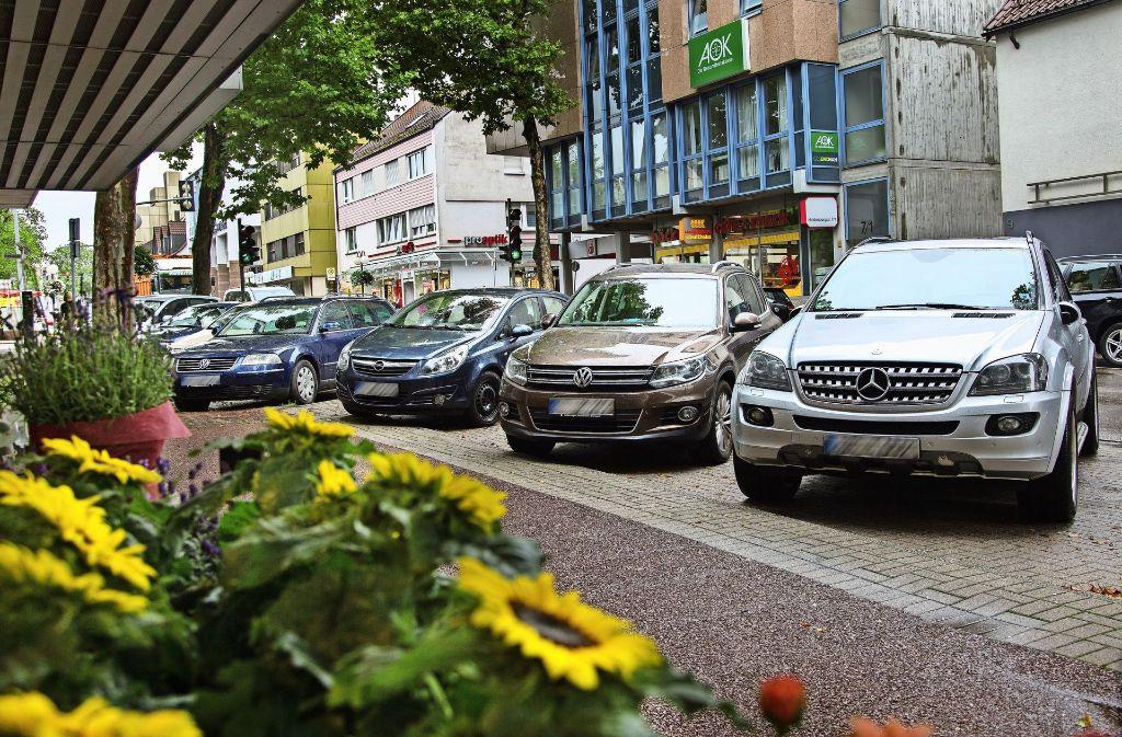 Acht von 13 Schrägparkplätzen in der Hindenburgstraße werden erhalten. Foto: Ines Rudel