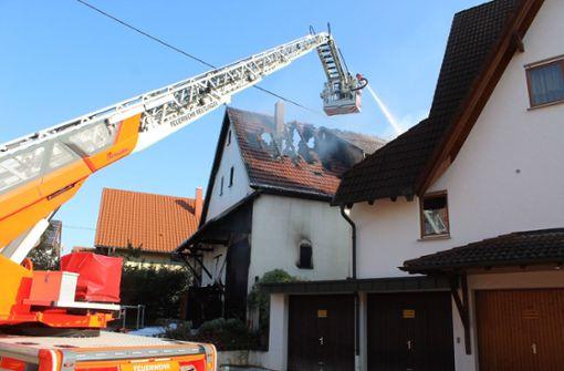 Flammen zerstören Haus und Scheune – immenser Schaden