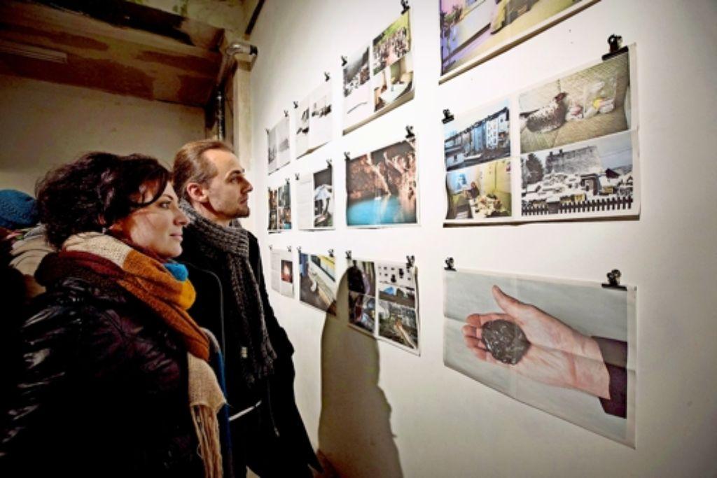 Begehrte Busse: Die Museumsnacht ist so beliebt, dass es  auch mal eng werden kann. Ein möglicher  Abstecher: der Projektraum Lotte in der Willy-Brandt-Straße. Foto: Steinert