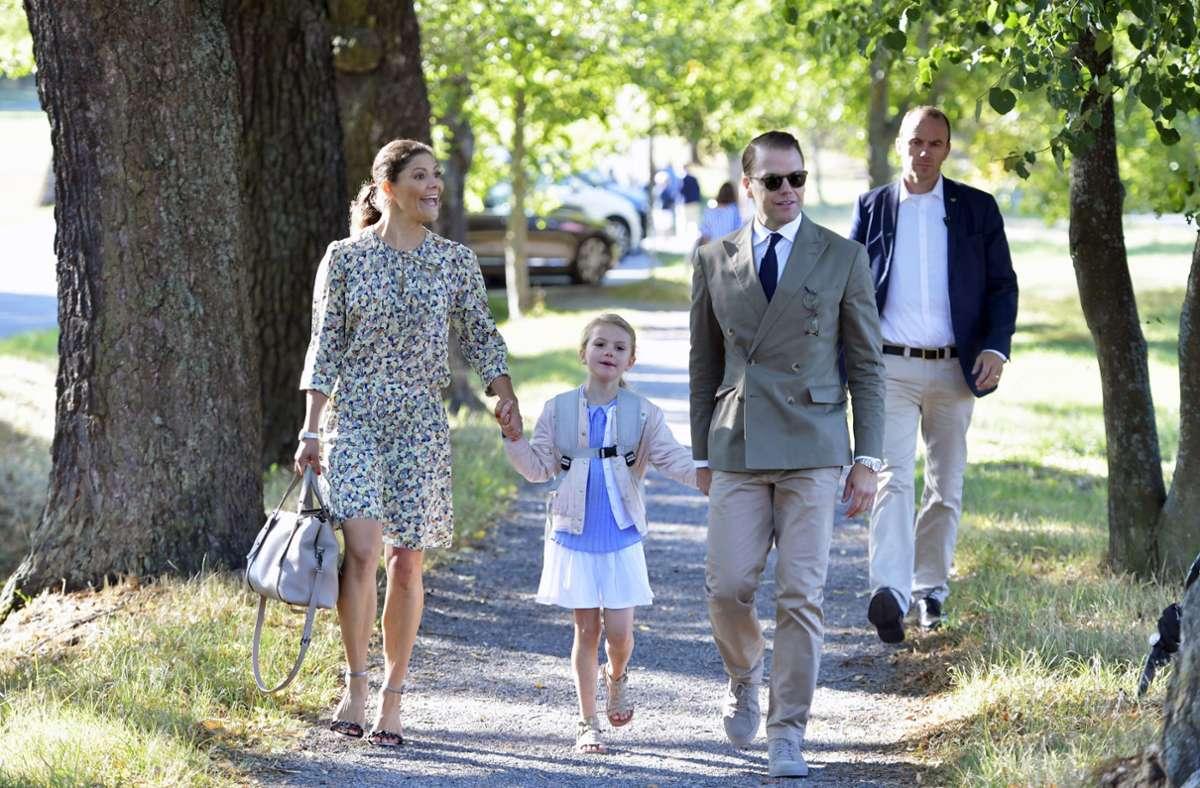 Kronprinzessin Victoria, Prinzessin Estelle und Prinz Daniel. Foto: dpa/Jessica Gow