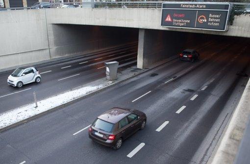 Bis mindestens Donnerstag soll der Feinstaubalarm in Stuttgart andauern. Foto: dpa