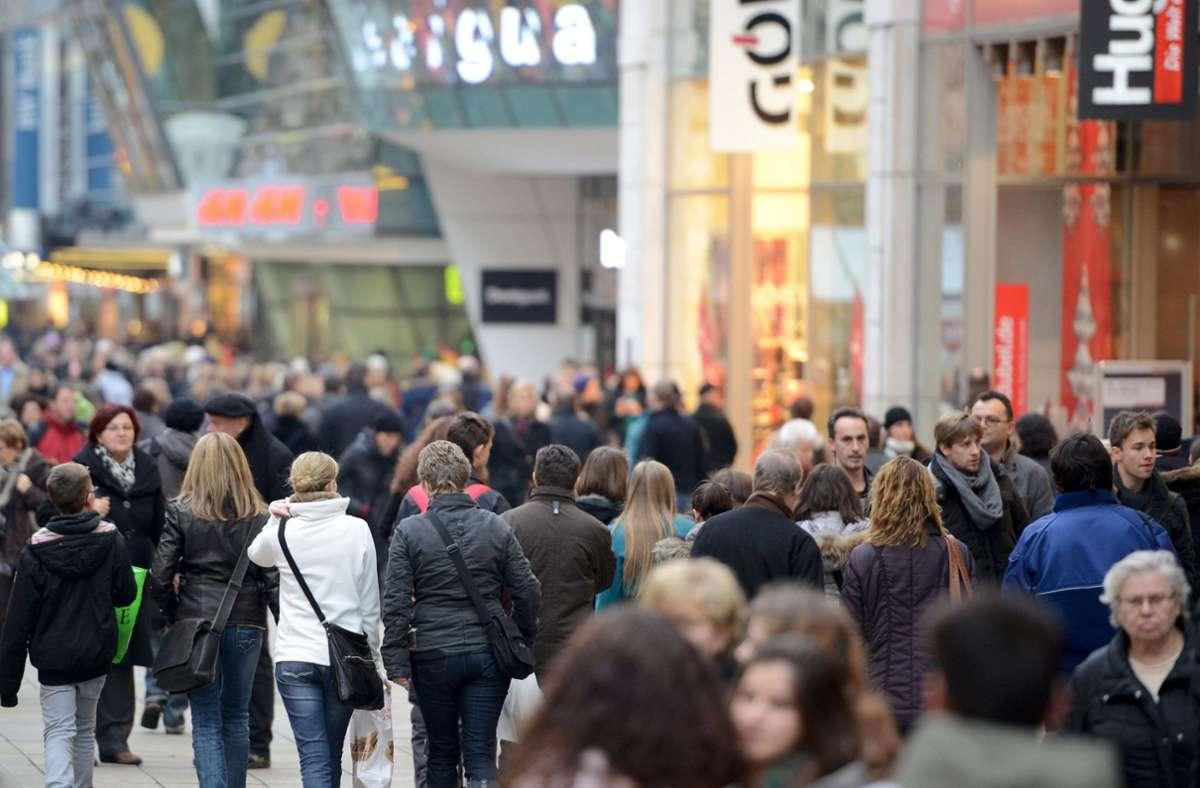 2040 werden einer Prognose zufolge etwas weniger Menschen in Deutschland leben, die allerdings älter sind (Symbolbild). Foto: dpa/Jan-Philipp Strobel