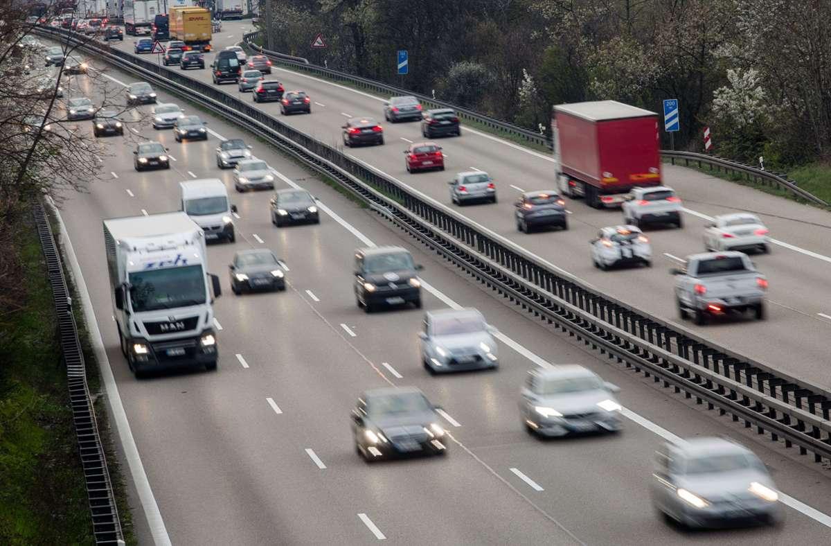 Der Verkehr im Südwesten hat mit Beginn der Sommerferien zugenommen. (Archivbild) Foto: dpa/Christoph Schmidt