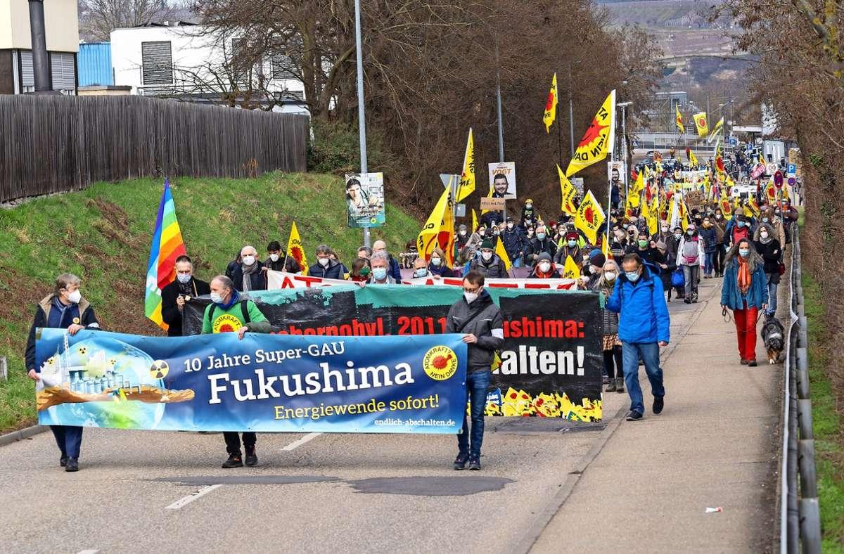 Von Kirchheim am Neckar aus zog der Protestzug zum Atomkraftwerk Neckarwestheim. Foto: factum/Jürgen Bach