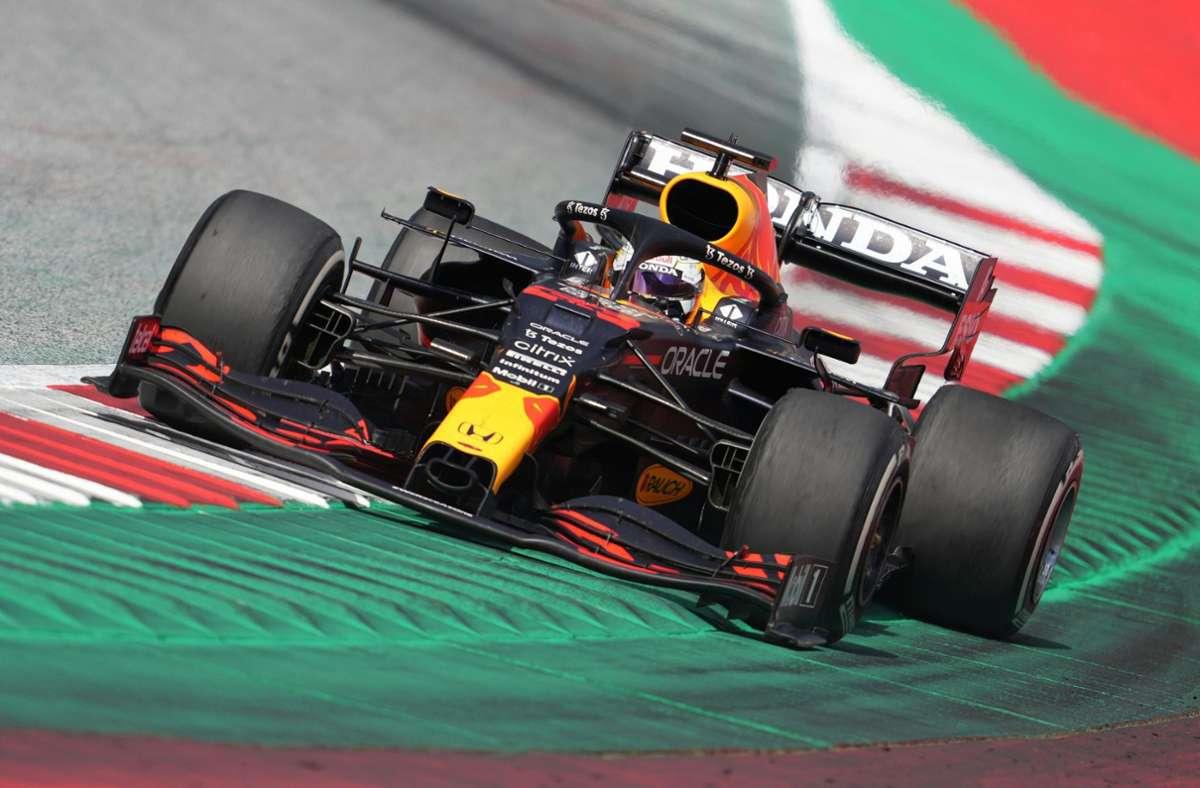 Max Verstappen zeigt eine Galafahrt beim Formel-1-Rennen in Österreich. Foto: dpa/Georg Hochmuth