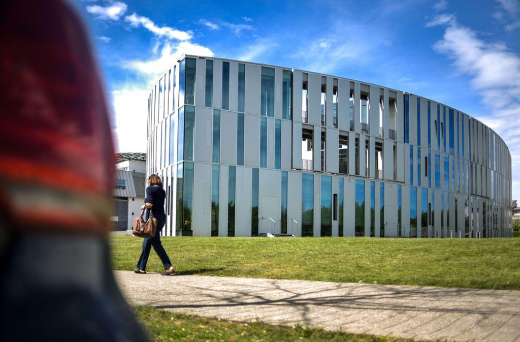 Hinter der stylishen Fassade der Medienhochschule verbirgt sich mancher Student in Not. Foto: Lichtgut/Max Kovalenko