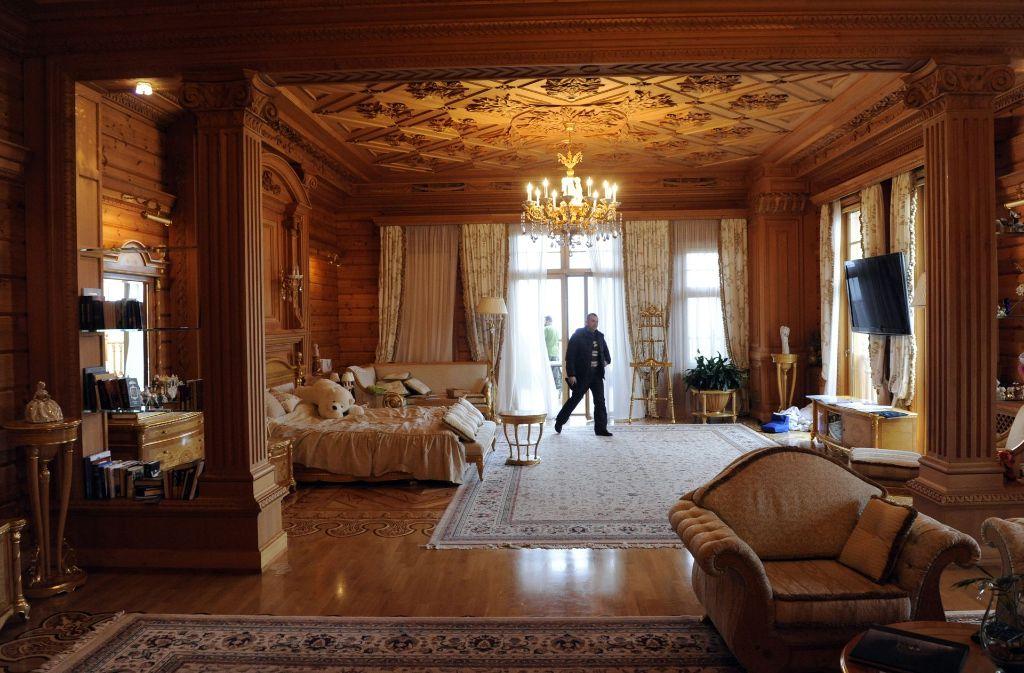 Ein Blick in die Janukowitsch-Villa zeigt, wohin in der Ukraine viel Geld geflossen ist.Viktor Janukowitsch bleibt seiner  Verhandlung fern. Foto: AFP