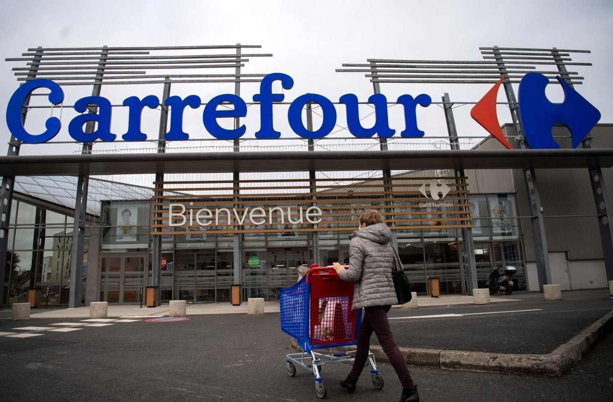 Der französische Einzelhändler Carrefour sollte von seinem kanadischen Konkurrenten Couche-Tard übernommen werden – doch daraus wird nun vorerst nichts. Foto: dpa/Loic Venance