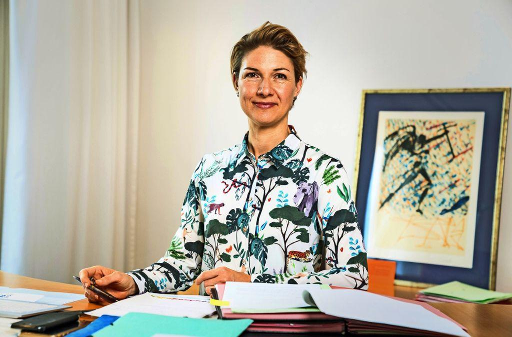 Sozialbürgermeisterin Alexandra Sußmann am ersten Tag an  ihrem neuen Arbeitsplatz im Rathaus Foto: Thomas Niedermueller