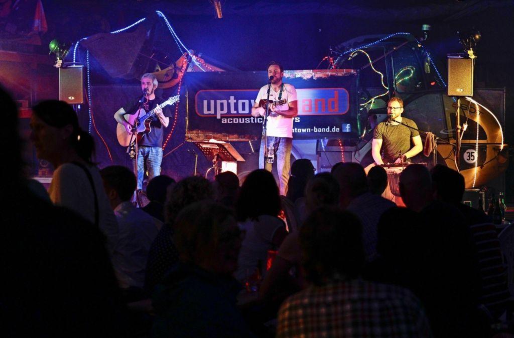 Der Bauhof, unter anderem mit der Uptown Band,  war bis 3 Uhr   Partyzone. Foto: factum/Bach
