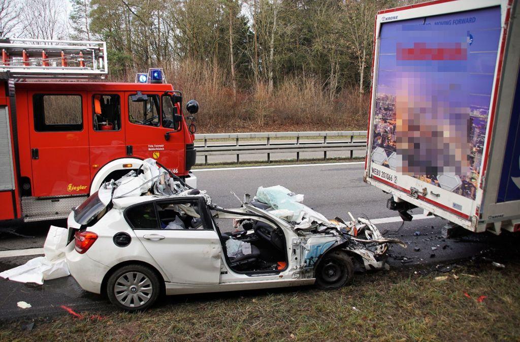 Für den jungen Fahrer kam jede Hilfe zu spät. Foto: SDMG