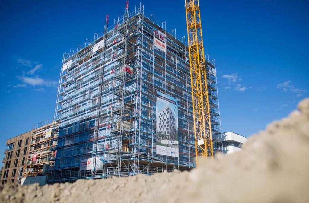 Die zehn Stockwerke stehen bereits, das Haus misst mehr als 30 Meter. Foto: dpa