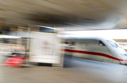 Mann fällt auf Gleise – vor ICE gerettet