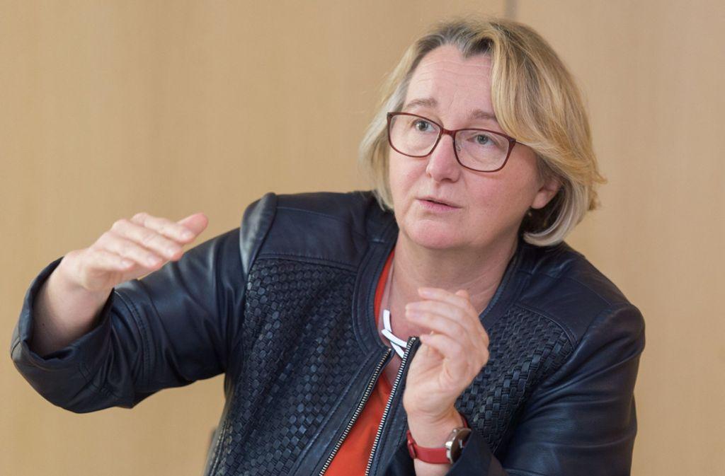 Man dürfe den Menschen keinen Sand in die Augen reiben, sagt die Landeswissenschaftsministerin Theresia Bauer zu den Prognosen von Jens Spahn. Foto: dpa