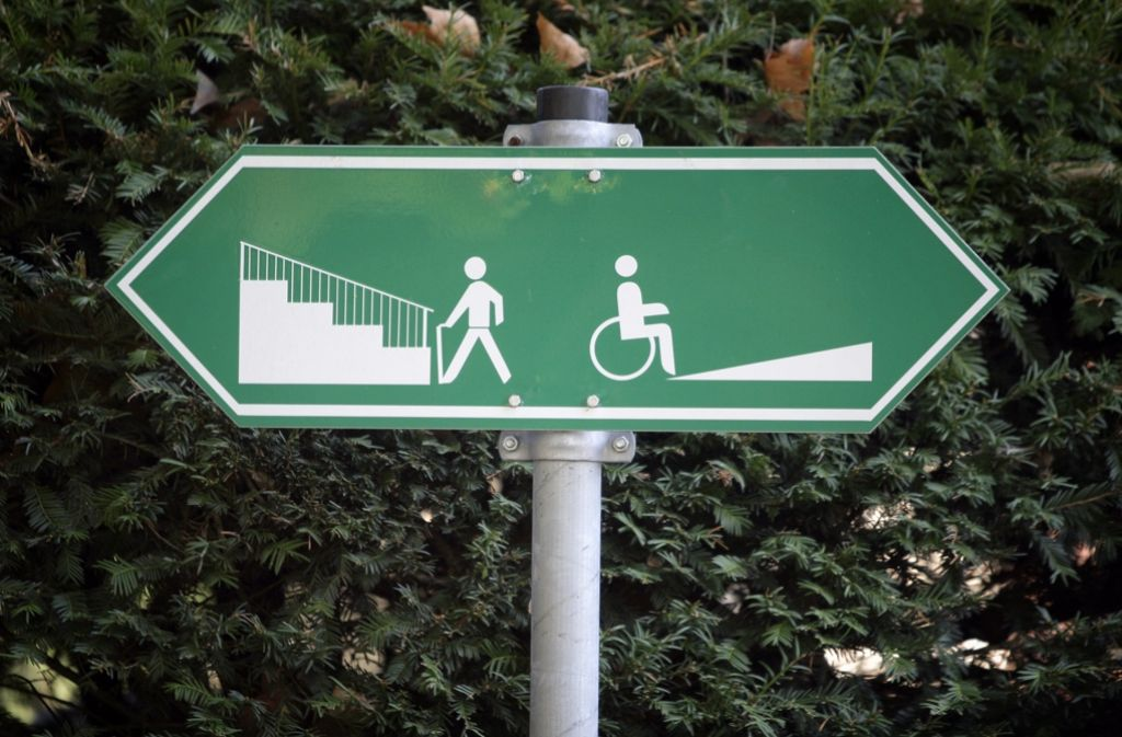 Der Bundestag will Menschen mit körperlicher und geistiger Behinderung mit dem Gleichstellungsgesetz Behördengänge erleichtern. Barrieren sollen abgebaut werden. Foto: dpa