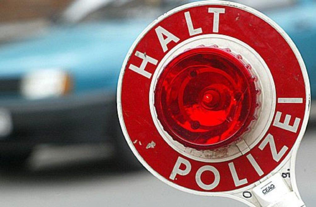 Als eine 39-jährige Opel-Fahrerin am Mittwoch bei Stuttgart von der Polizei kontrolliert werden soll, nimmt sie Reißaus. Foto: dpa/Symbolbild