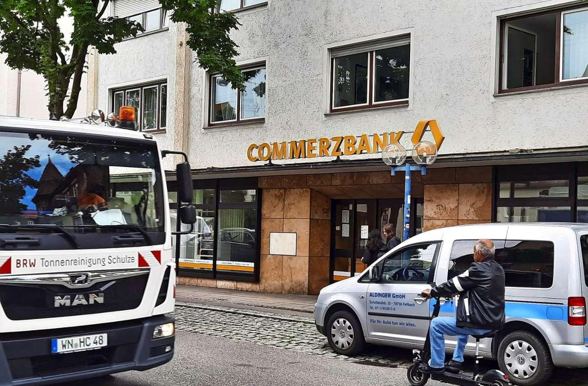 Die Commerzbank-Filiale in der Fellbacher Bahnhofstraße Foto: Dirk Herrmann