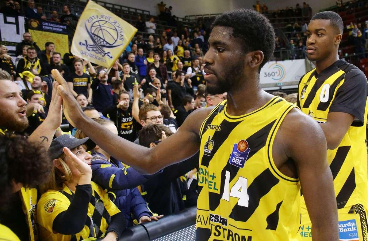 Quirin Emanga – hier im Dress der Ludwigsburger Basketballer – wurde in sozialen Netzwerken rassistisch beleidigt. Foto: Baumann