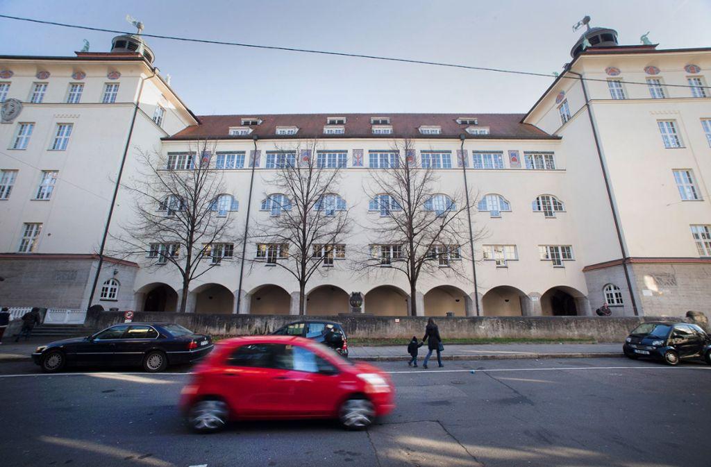 Die Formensprache der  in den Jahren zwischen 1904 und 1906 erbauten Heusteigschule  reflektiert  die damals neuen   reformpädagogische Foto: Michael Steinert