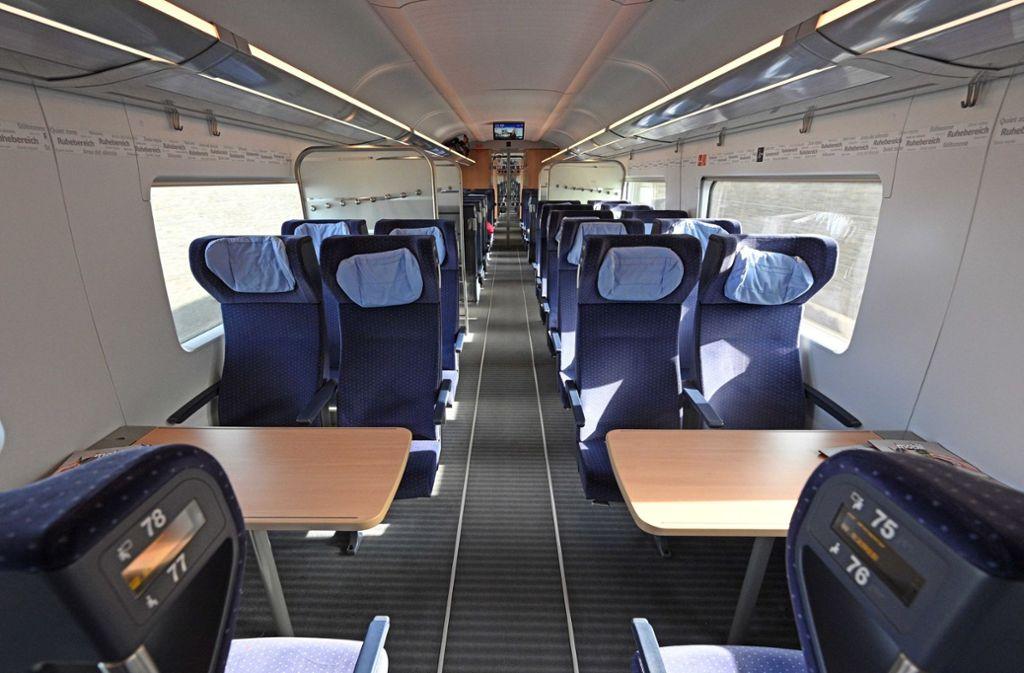 Die Züge sind derzeit meist ziemlich leer. Foto: dpa/Martin Schutt