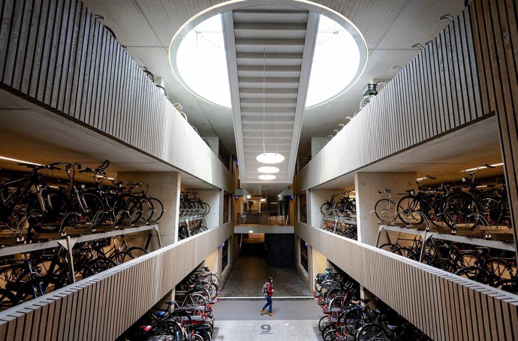 12.500 Fahrräder passen in das Fahrradparkhaus in Utrecht. Foto: dpa