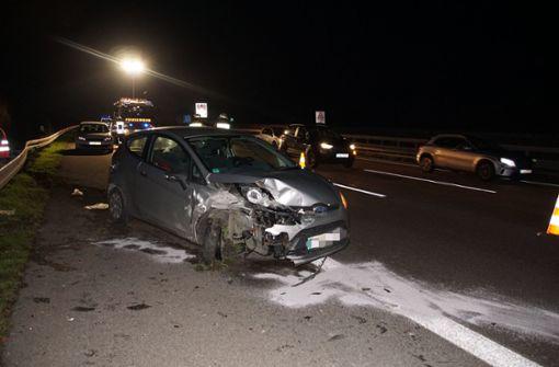 Reifenplatzer führt zu Unfall – zwei Verletzte