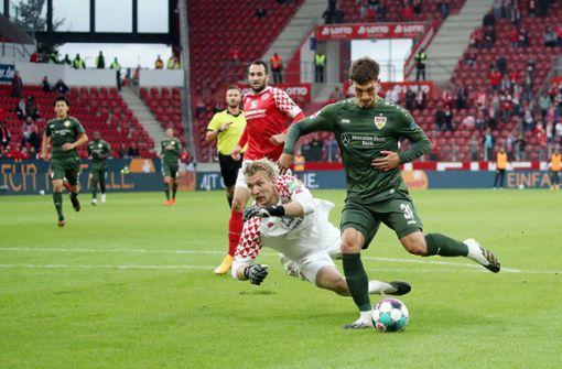 Mario Gomez gratulierte VfB-Talent  zum ersten Bundesliga-Tor