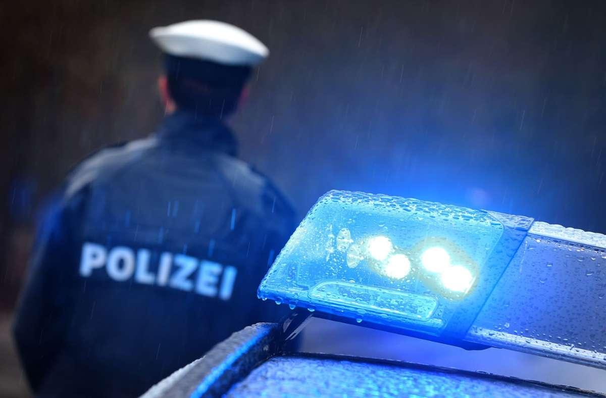 Die Männer kamen mit leichten Verletzungen davon, teilte die Polizei mit (Symbolfot). Foto: dpa/Karl-Josef Hildenbrand