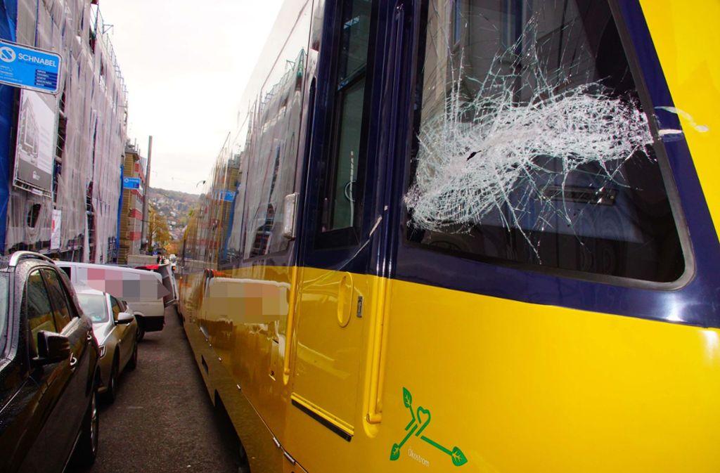 Am Freitagmorgen ist es zu einem Unfall zwischen einer Stadtbahn und einem Kleintransporter gekommen. Foto: Andreas Rosar Fotoagentur-Stuttg