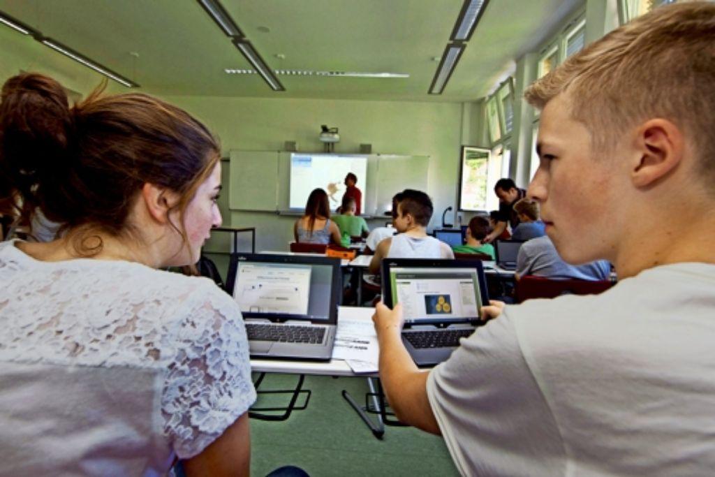 Der Einsatz von Tablets, wie er am Schickhardt-Gymnasium erfolgt,  gehört in vielen Stuttgarter Schulen längst noch nicht  zum  Unterrichtsalltag. Foto: Chriatian Hass
