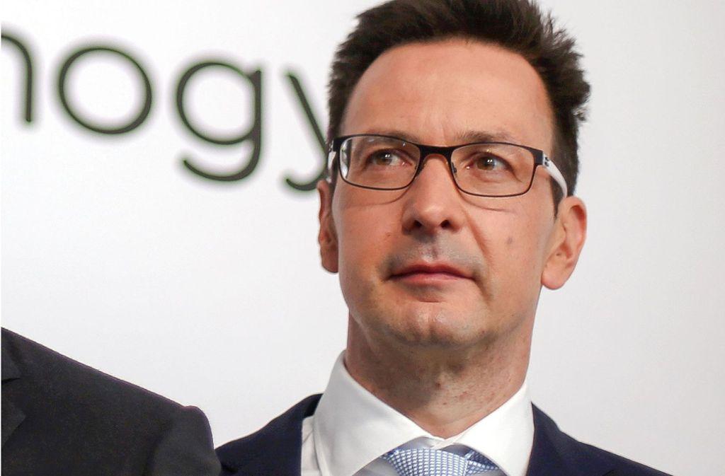 Zehn Wochen nach der Säureattacke nimmt Innogy-Finanzvorstand Bernhard Günther wieder einen öffentlichen Termin wahr. Foto: dpa
