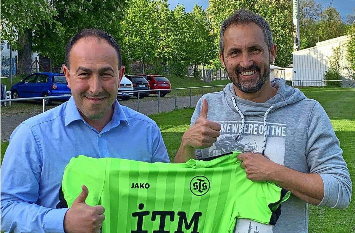 Der Neue und der Alte: Hamdi Dagdelen löst beim Degerlocher A-Kreisligisten Harald Gottinger ab (von links). Foto: Sportfreunde/cf