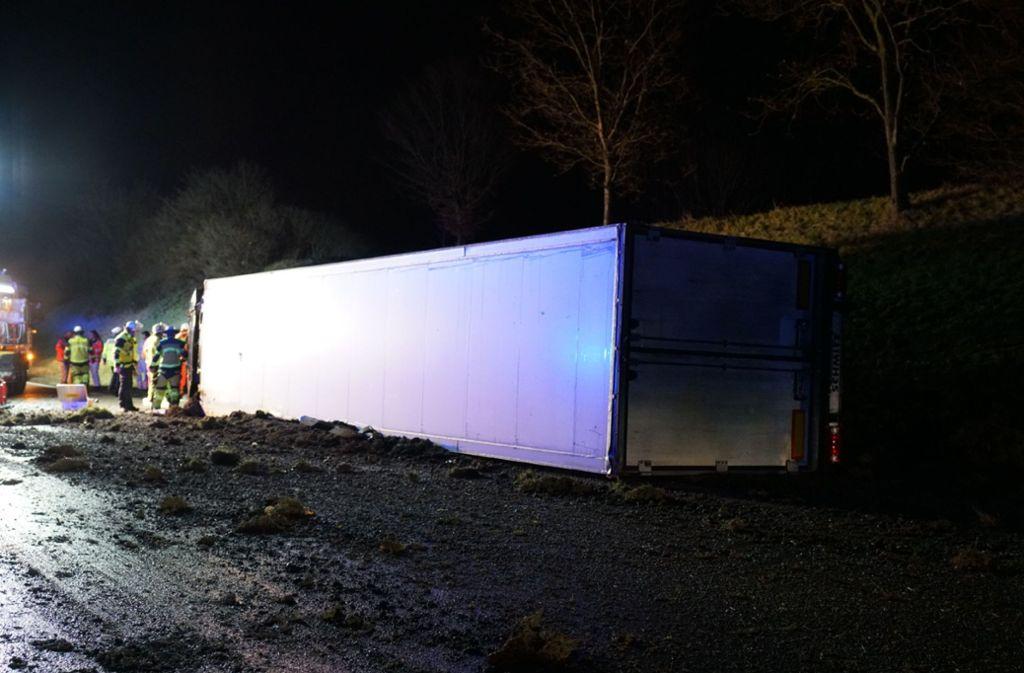 AmLastwagen und Ladung entstand nach ersten Polizeischätzungen ein Schaden von 145000 Euro. Foto: SDMG/SDMG / Kohls