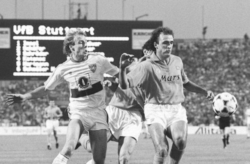 Ein Stück Fußballgeschichte: Im Rückspiel des Uefa-Cup-Finales am 17. Mai 1989 spielt der VfB Stuttgart gegen den SSC Neapel im Neckarstadion 3:3 - hatte das Hinspiel jedoch mit 1:2 verloren. Foto: Pressefoto Baumann