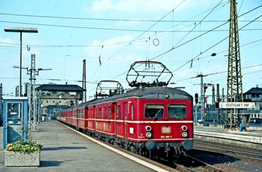 Von 1933 bis 1978 waren die Roten Heuler das Rückgrat des regionalen Zugverkehrs. Wie hier im Jahr 1977 machten die Fahrzeuge stets  halt im Hauptbahnhof. Foto: FZS-Verein/Katz