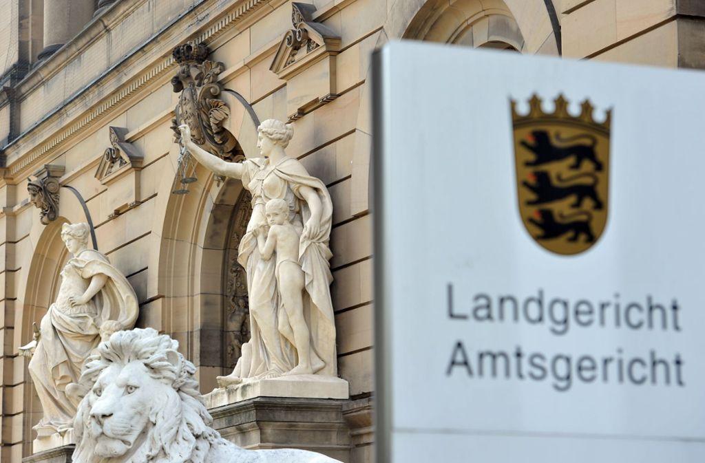 Bereits am erste Verhandlungstag am Landgericht Ulm räumten die Angeklagten die Tat ein, aber unter Vorbehalt. Foto: dpa/Stefan Puchner