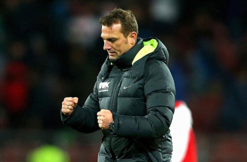 """Umso erfreuter fällt das Fazit des Augsburger Trainers Markus Weinzierl aus: """"Wir sind hochzufrieden mit diesem Sieg. Stuttgart scheint ein gutes Pflaster für uns zu sein. Dass wir gewonnen haben, tut uns gut. Wir sind gut in die Partie reingekommen, früh in Führung gegangen und haben die Begegnung gut zu Ende gespielt und haben schließlich auch verdient gewonnen. Die Art und Weise, wie wir zu diesen drei Punkten gekommen sind, war sehr gut. Denn es war nicht zu erwarten, dass wir so dominant auftreten. Dabei ist uns entgegengekommen, dass wir nicht das Spiel machen mussten."""" Foto: Getty Images"""