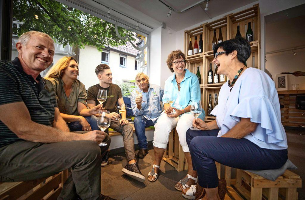 Freuen sich auf  das Weindorf: Andreas Ellwanger, Bettina Roth, Adrian Beurer, Hermann Schmalzried, Marlene Häußermann und Michaela Weinreuter. Foto: