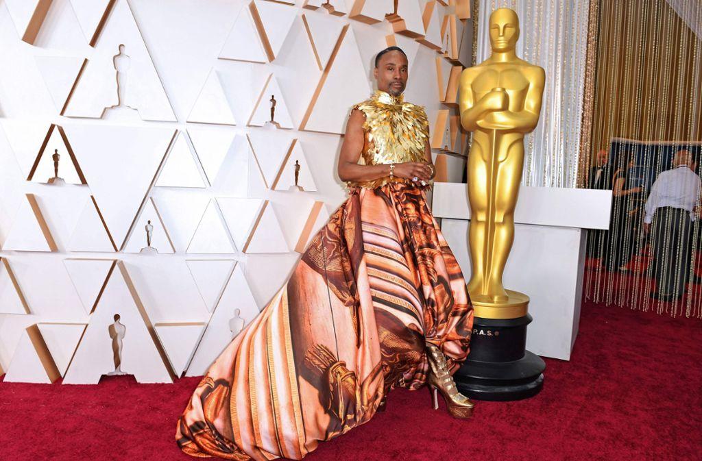 Billy Porter liebt extravagante Looks. Zu den Oscars erschien er in einer ausgefallenen Robe. Foto: AFP/VALERIE MACON