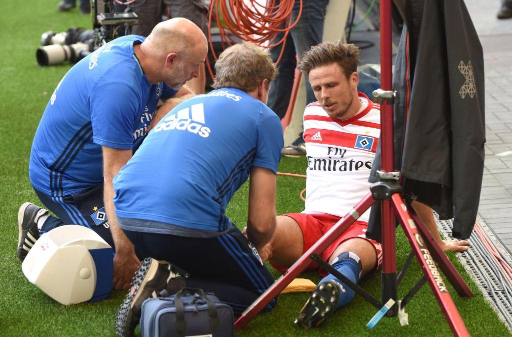 HSV-Profi Nicolai Müller verletzt sich beim Torjubel. Foto: dpa