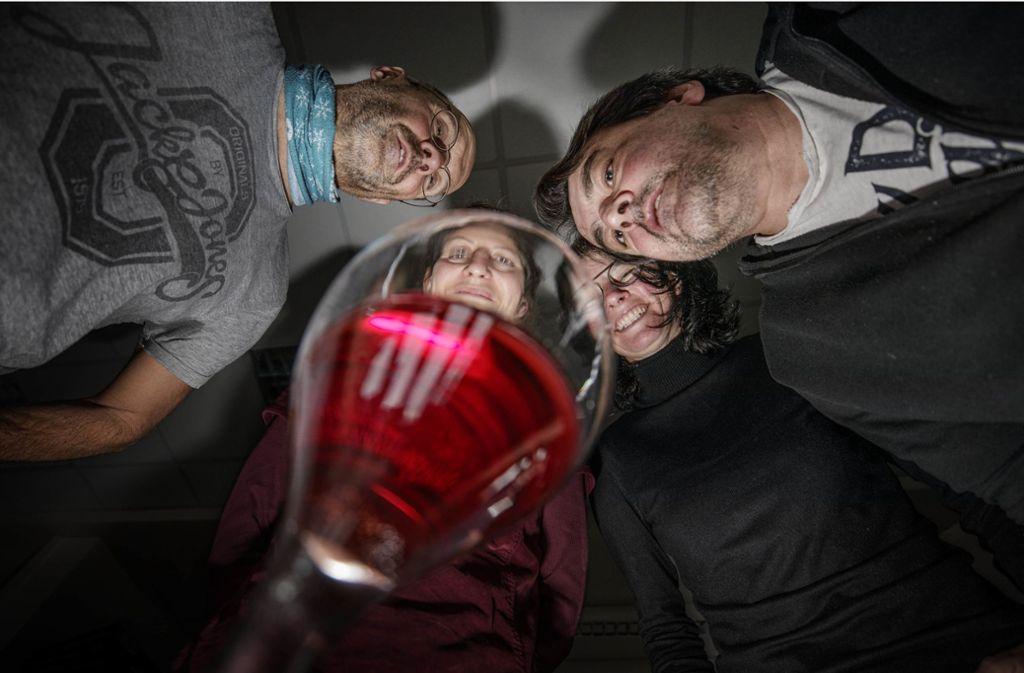 Liegt die Wahrheit doch im Wein? Unsere Redakteure machen sich  auf die Suche. Foto: Gottfried Stoppel