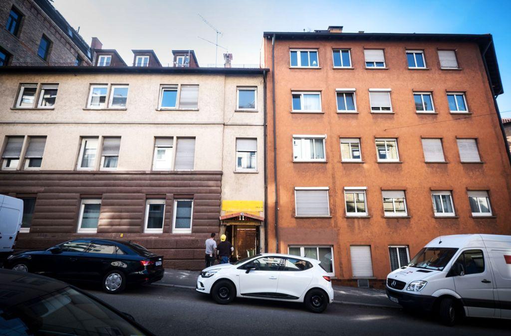 Abgerissen wird der Zwischenbau über dem Hofeingang in der Bildmitte. Foto: Lg/Zweygarth