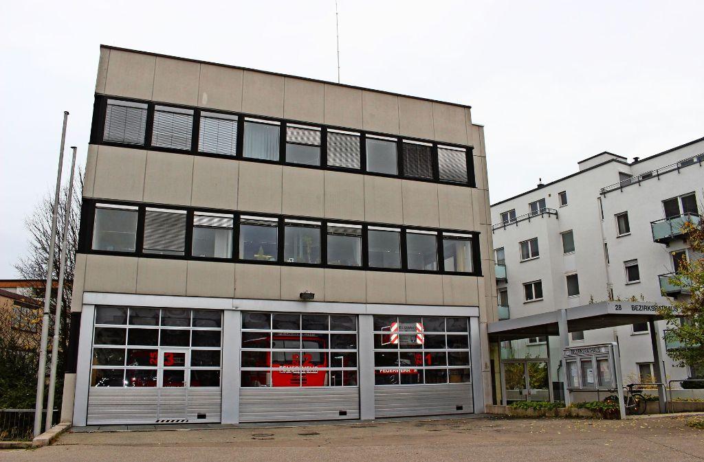 """Die Raumsituation im  Magazin der Sillenbucher Wehr – unter dem Bezirksamt –  sei """"desolat"""", sagt der Kommandant. Foto: Holowiecki"""