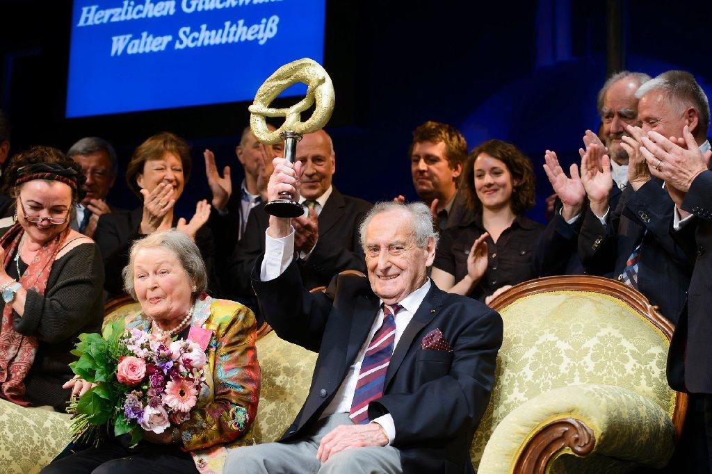 Feierte seinen 90. Geburtstag in der Komödie am Marquart in Stuttgart: Walter Schultheiß. Mit dabei waren neben seiner Frau Trudel Wulle auch ... Foto: www.7aktuell.de | Oskar Eyb