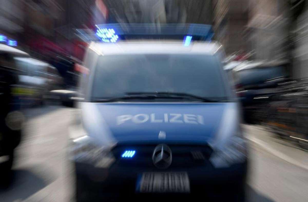 Der 26-Jährige lieferte sich eine Verfolgungsjagd mit der Polizei. (Symbolbild) Foto: Carsten Rehder/dpa/Symbolbild/Carsten Rehder