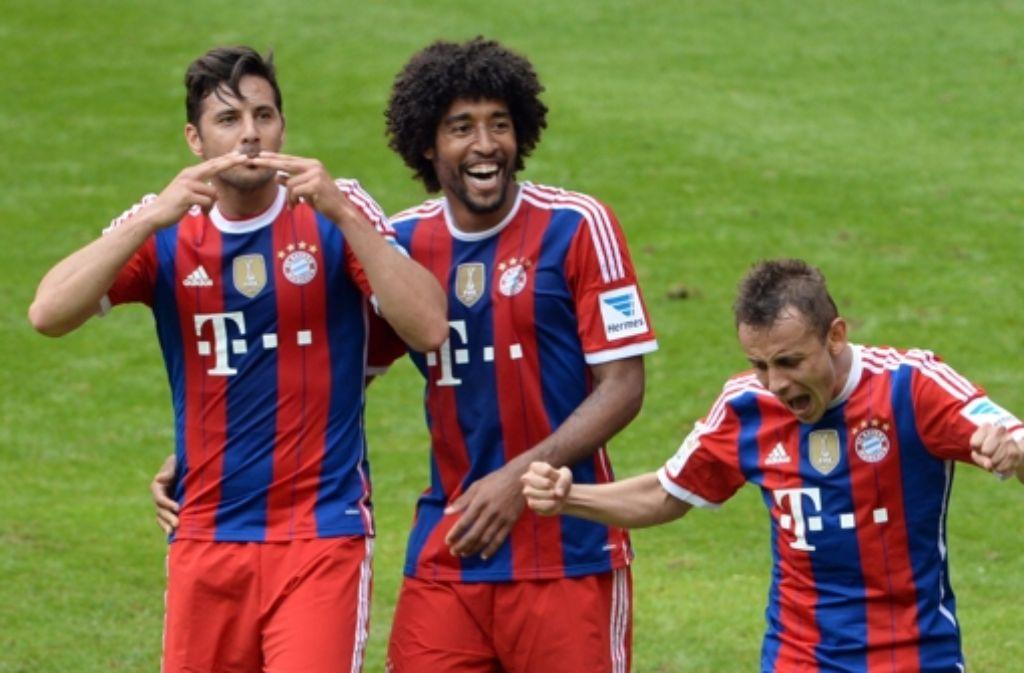 Und in der allerletzten Sekunde dieser Saison schenkt Bayern Münchens Claudio Pizarro (links) den Stuttgartern nochmal ein – das 0:1 beim Rekordmeister fällt in der 92. Minute. Foto: dpa