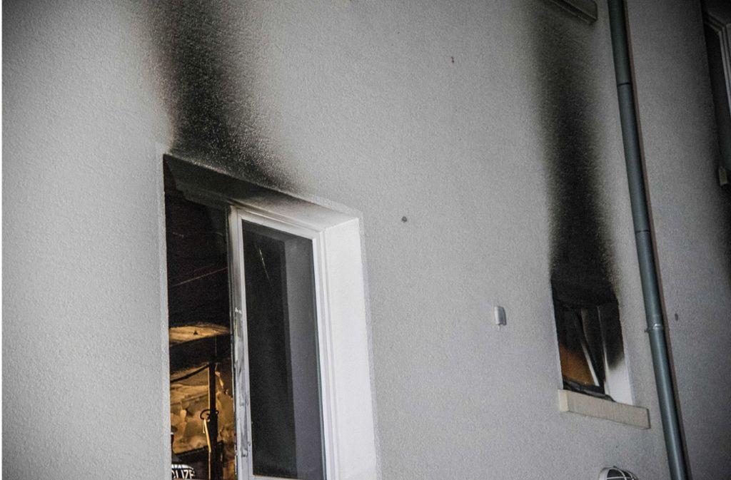 Bei dem Brand in der Nacht zum Mittwoch sind zwei Menschen verletzt worden. Foto: SDMG