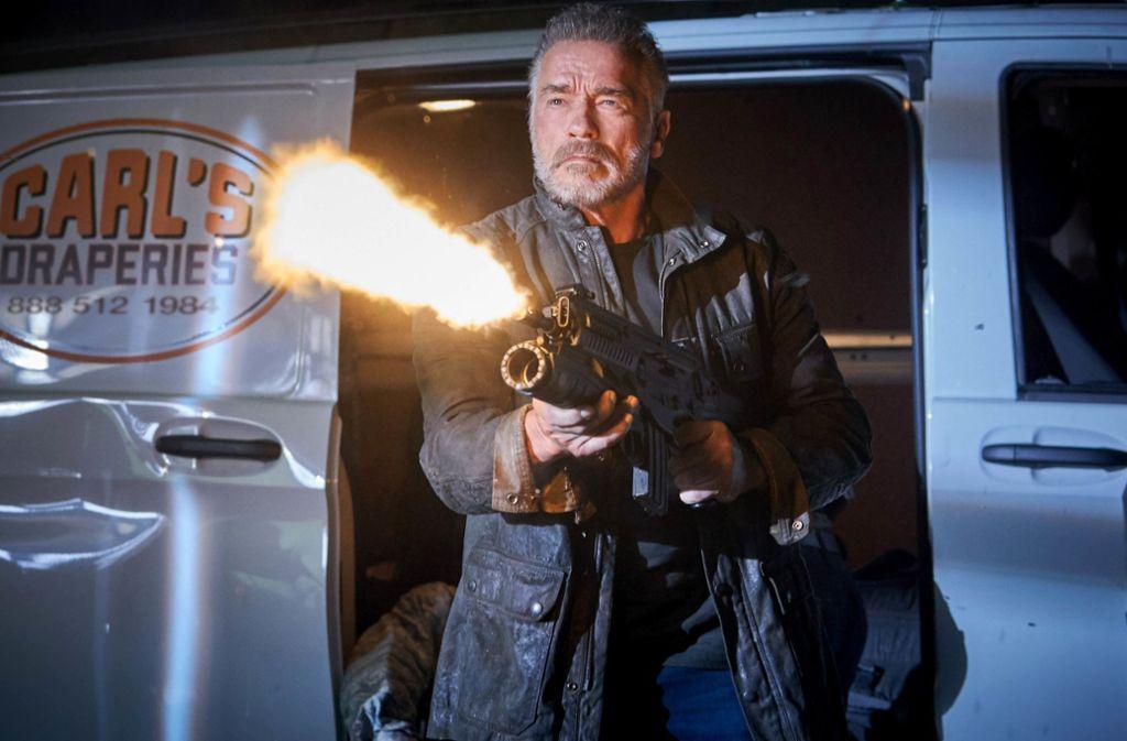 """Solche  Waffen hat er früher locker einhändig bedient:  Arnold Schwarzenegger in """"Terminator – Dark Fate"""" Foto: Verleih"""