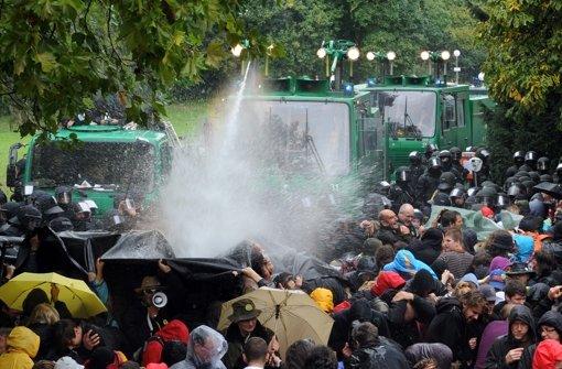 Der Prozess um den Wasserwerfereinsatz am 30. September  2010 ist fortgesetzt worden. Ein Polizeioberrat hat Angaben zu den Geschehnissen gemacht. Foto: dpa
